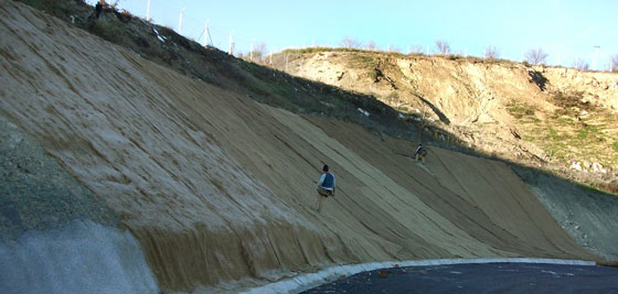 Control de la erosión en taludes con mantas orgánicas