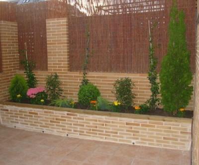Jardiner a f cil jardineras con varias plantas blog de jardiner a - Como cerrar una terraza uno mismo ...