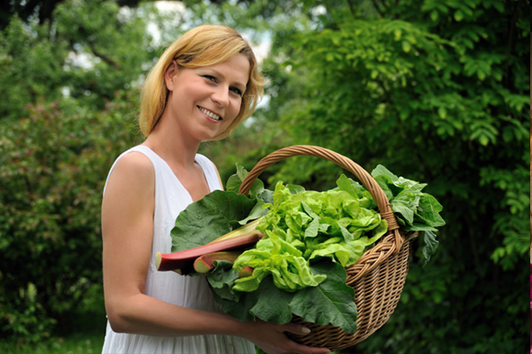woman-with-lettuce