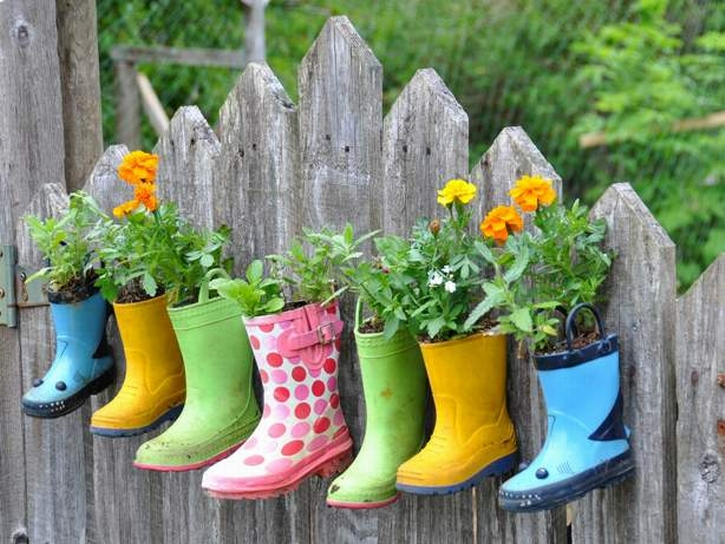 Smart-Creative-and-unique-container-flower-garden-ideas-with-container-of-shoes