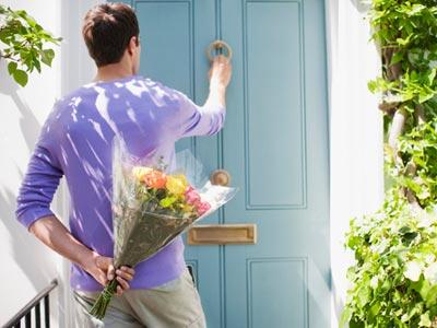 mcx-man-holding-flowers-door-0111-msc